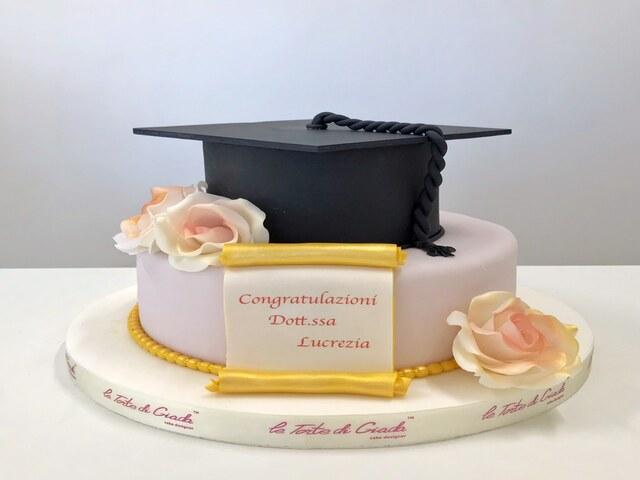 tanti auguri torta laurea foto