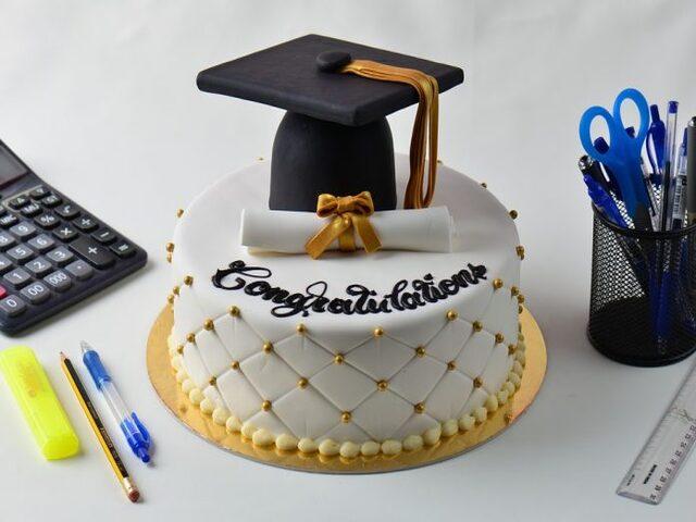 torta di laurea foto