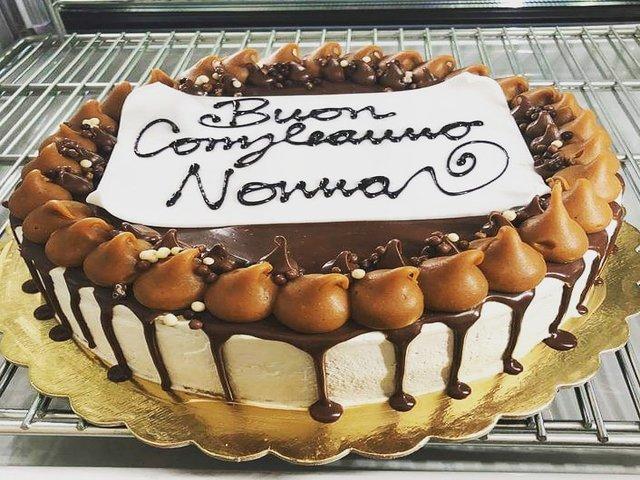 torta di compleanno per una nonna