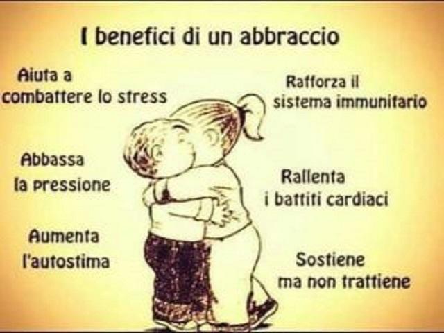 benefici abbraccio