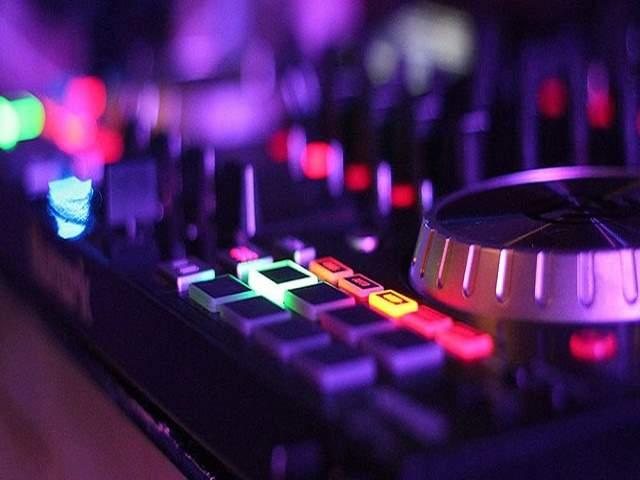 frasi sulla musica techno