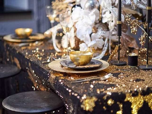 tavola nera e oro
