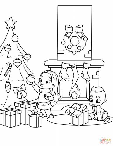 Bambini vicino al camino e all'albero di Natale