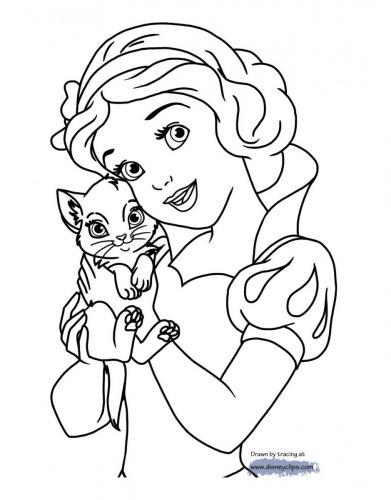 Biancaneve che stringe a sé un gattino