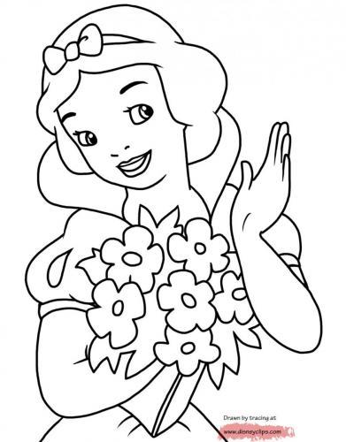 Biancaneve con un mazzo di fiori