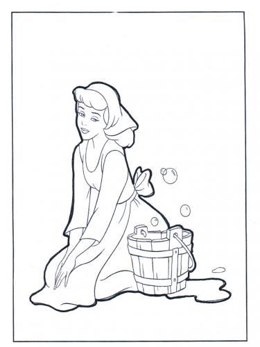 Cenerentola fa le faccende domestiche