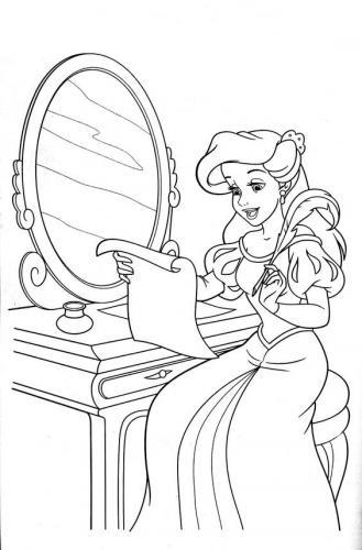 Ariel allo specchio
