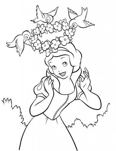 Biancaneve con una corona di fiori