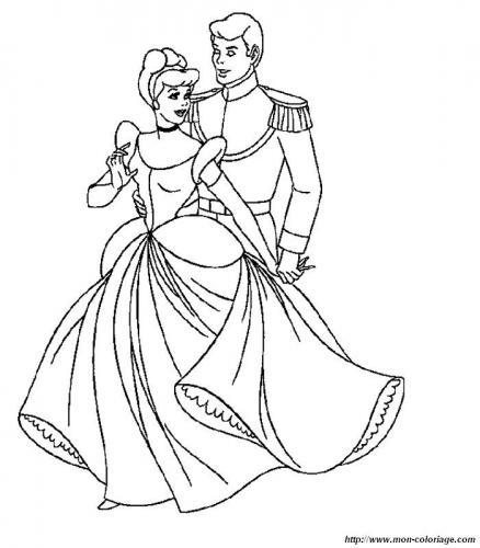 Cenerentola e il principe ballano