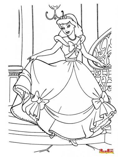 Cenerentola vestita per il ballo