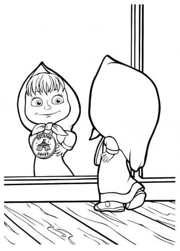 Masha che si guarda allo specchio