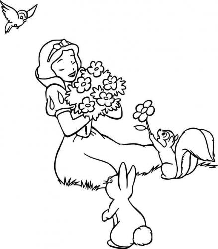 Biancaneve annusa i fiori