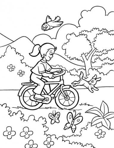 paesaggio primaverile con bimba che va in bici