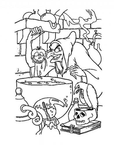 La strega prepara la mela avvelenata
