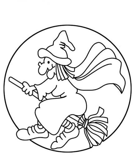 strega che vola con la luna